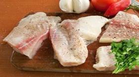 Φιλέτο πέρκας με σέλερυ, ελιές καλαμών δεντρολίβανο και βινεγκρέτ ούζου από την μαγειρική «πέννα» του Γιάννη Γκελντή