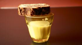 Σοκολατένιο κέικ με κρέμα Τόνκα (ή βανίλια) με Στέβια από το Canderel Green