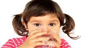 Η πρόσληψη υγρών για ένα παιδί το καλοκαίρι