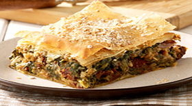 Αιγαιοπελαγίτικη χορτόπιτα με Quaker σπανάκι, λιαστή τομάτα και λαδοτύρι Μυτιλήνης