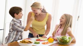 Ο ρόλος των γονιών στη διατήρηση υγιούς βάρους των παιδιών τους