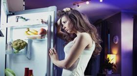 6 συμβουλές για εσάς που ξενυχτάτε και ταυτόχρονα θέλετε να χάσετε κιλά!