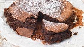 Truffle κέικ με μαρέγκα