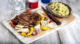 Χοιρινά μπριζολάκια με ψητά λαχανικά, ταλαγάνι σχάρας και μαγικό κους κους