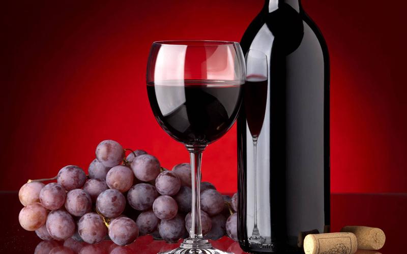 Πώς μπορεί το κόκκινο κρασί να συμβάλει στην αποφυγή των καρδιακών παθήσεων