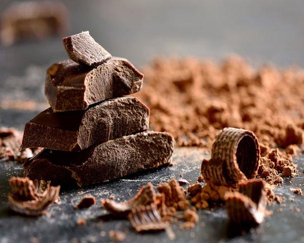 Η καθημερινή κατανάλωση σοκολάτας συνδέεται με χαμηλότερο κίνδυνο εμφάνισης διαβήτη και καρδιακών παθήσεων