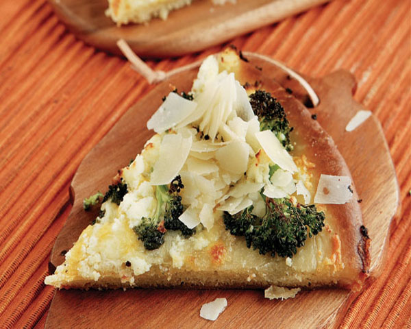 Πίτσα µε µπρόκολο και τυριά, χωρίς σάλτσα