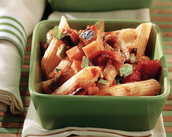 Ριγκατόνι με σάλτσα λαχανικών