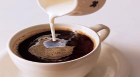 «Το γάλα στον καφέ μπλοκάρει τον μεταβολισμό»… ΟΧΙ δεν λένε τέτοιες ανακρίβειες οι διατροφολόγοι…