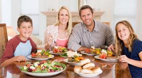 Η σημασία του οικογενειακού γεύματος στη ρύθμιση του σωματικού βάρους