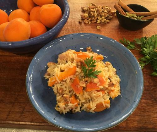 Ρύζι με καρύδια και βερύκοκα